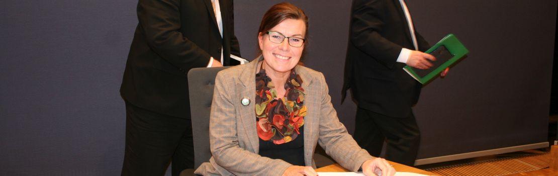 Britt Lundberg besucht das Parlament